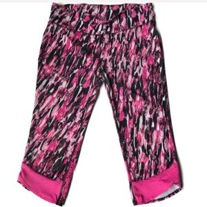 ❤️ Under Armour Pink and Black Cropped Leggings